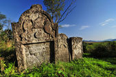 Old jewish tombstone in the mountains under a blue sky — Stock Photo