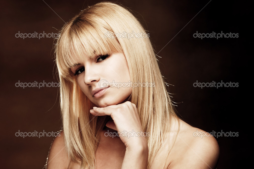 Young blond woman beauty portrait, studio shot — Stock Photo #3172317