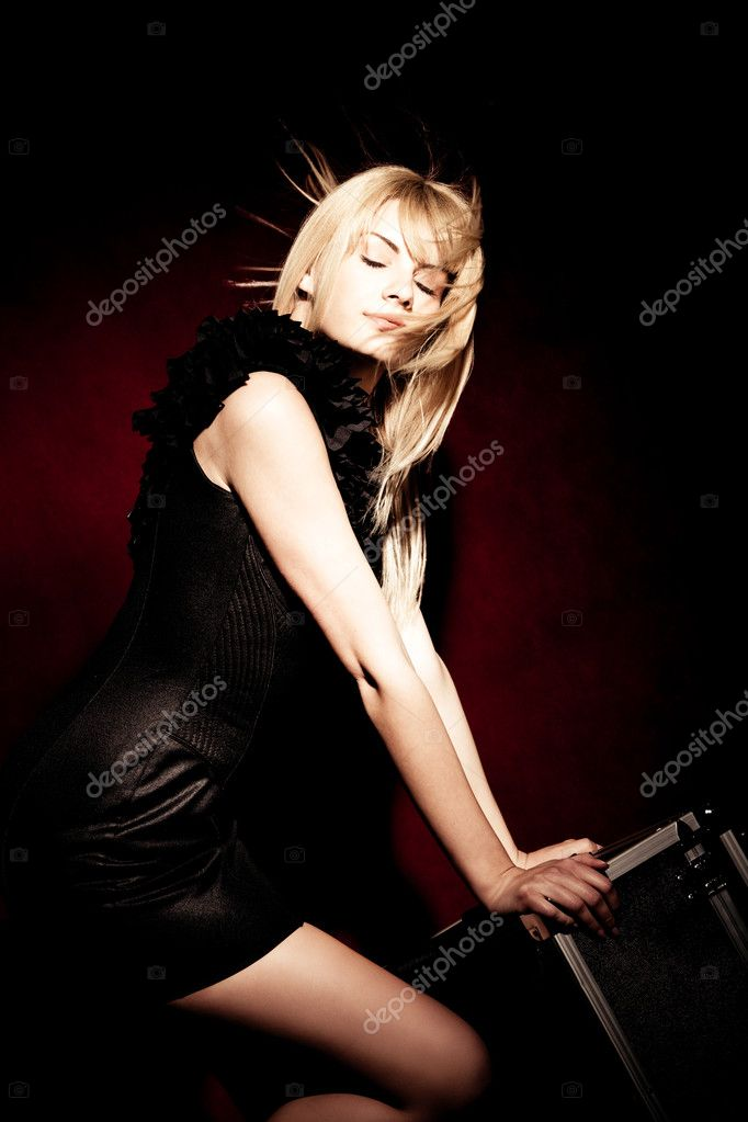Glamorous blond woman  studio shot — Stock Photo #3172472