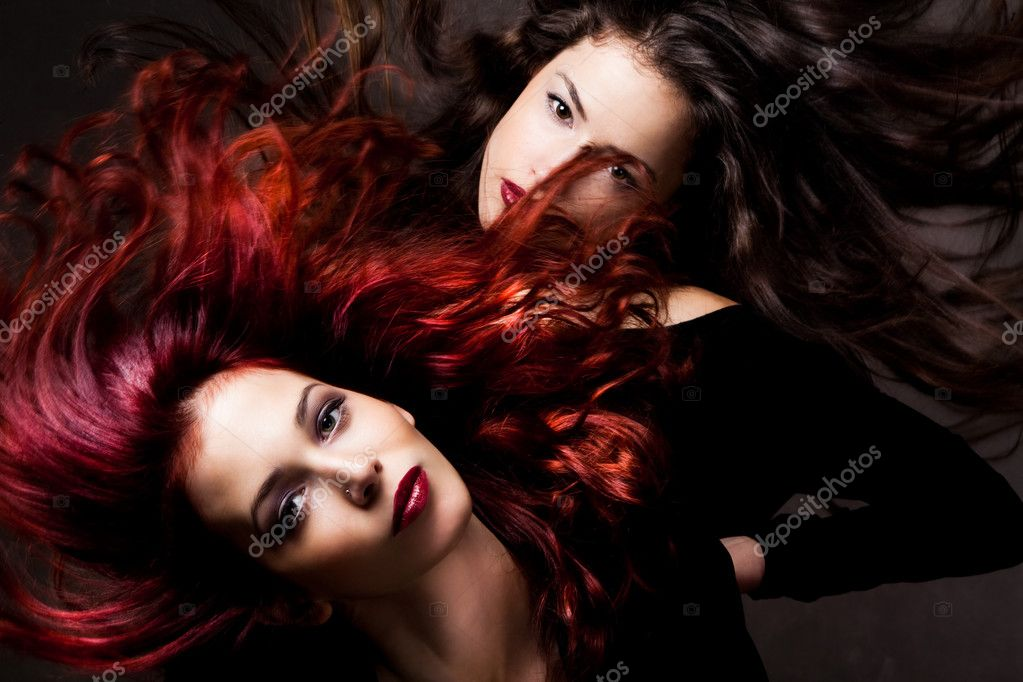 Red hair and brunette woman with hair in motion, studio shot — Stock Photo #3176145