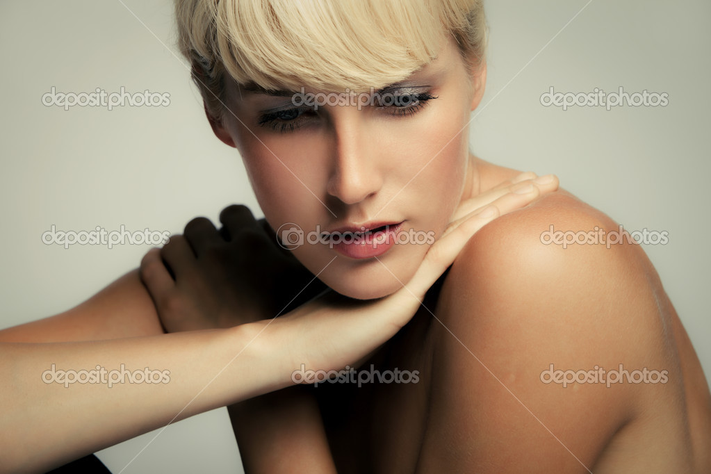 Natural young blond woman beauty portrait, studio shot — Stock Photo #3365692