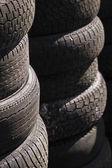排的堆叠式轮胎 (1) — 图库照片