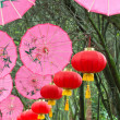 Pink umbrellas and chinese lanterns (1) — Stock Photo