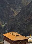 Monastry in tibetan highland — Stock Photo