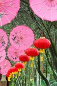 Pink umbrellas and chinese lanterns (1) — Stock Photo