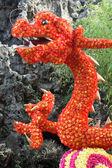 Chinesischer drache, hergestellt aus blumen — Stockfoto