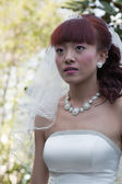 Beautiful bride in park (2) — Stock Photo