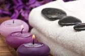 Hotstones sul tovagliolo con le candele (1) — Foto Stock