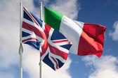 İtalya ve i̇ngiltere bayrakları — Stok fotoğraf