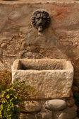 Старый фонтан — Стоковое фото