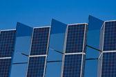 Панели солнечных батарей зеркала — Стоковое фото