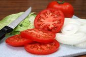 Tomato, Lettuce, and Onions — Stock Photo