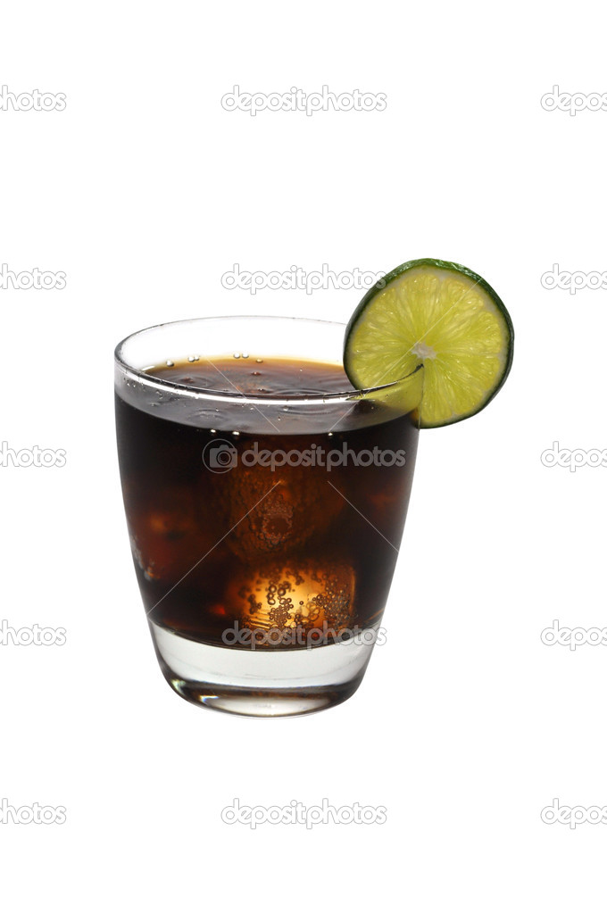 Rum and cola with lime slice isolated on white background with clipping path. — Stock Photo #3158401