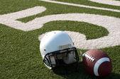 Attrezzatura football americano sul campo — Foto Stock