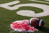 Americano di gioco del calcio e pom pon sul campo — Foto Stock