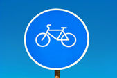Bicycle path sign isolated on blue sky. — Stock Photo