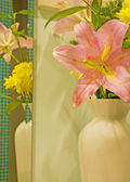 Vase of flowers with reflection — Stock Photo