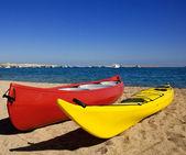 Canoes on a beach — Stock Photo