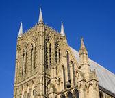 Turm einer großstadt-kathedrale — Stockfoto