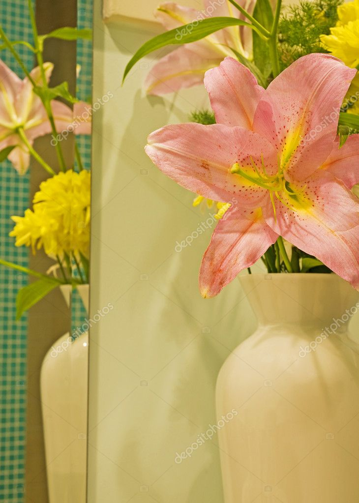 Vase full of flowers with a reflection in a mirror — Stock Photo #3195932