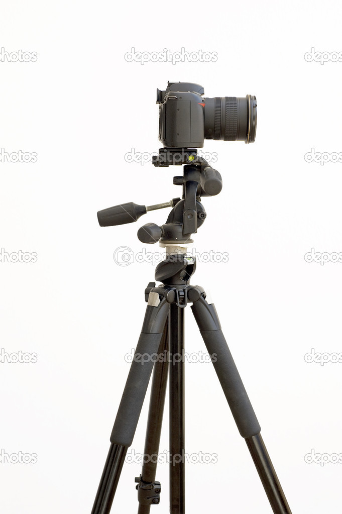 Digital SLR camera on a tripod isolated on a white background — Stock Photo #3199143