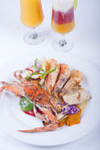 Seafood meal of crab and shrimp — ストック写真