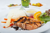 Salmon steak a la carte — Stock fotografie