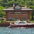 Luxury villa on a river - ストック写真