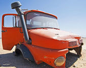 Abandoned lorry cab in the desert — Stock Photo