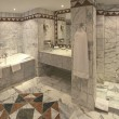 Foto Stock: Luxury hotel bathroom suite