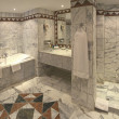 图库照片: Luxury hotel bathroom suite