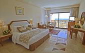 Luxury hotel bedroom with sea view — Stok fotoğraf