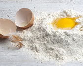 Cracked Egg — Stock Photo