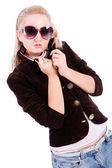 Encantadora rubia con gafas de sol — Foto de Stock