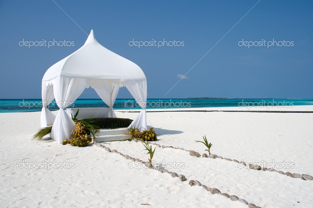 Wedding summerhouse for the ceremony on the tropical island  — Stock Photo #3171407