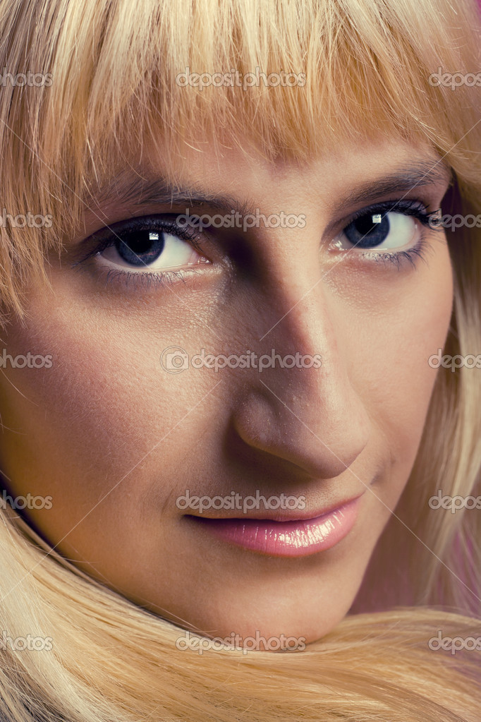 Close-up portret of young sexy blonde girl — Stock Photo #3816995