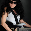 Girl in a hat with a black guitar — Stockfoto