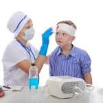 Doctor bandaged the boy's head. — Stock Photo