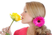 Beautiful girl with a yellow rose. — Stock Photo