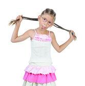 Petite fille en verre montre langue — Photo