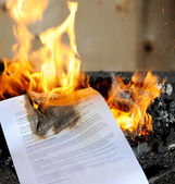 Burning contract — Stock Photo
