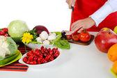 Chef-kok snijdt de tomaat — Stockfoto