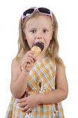 Child eating ice cream. — Zdjęcie stockowe