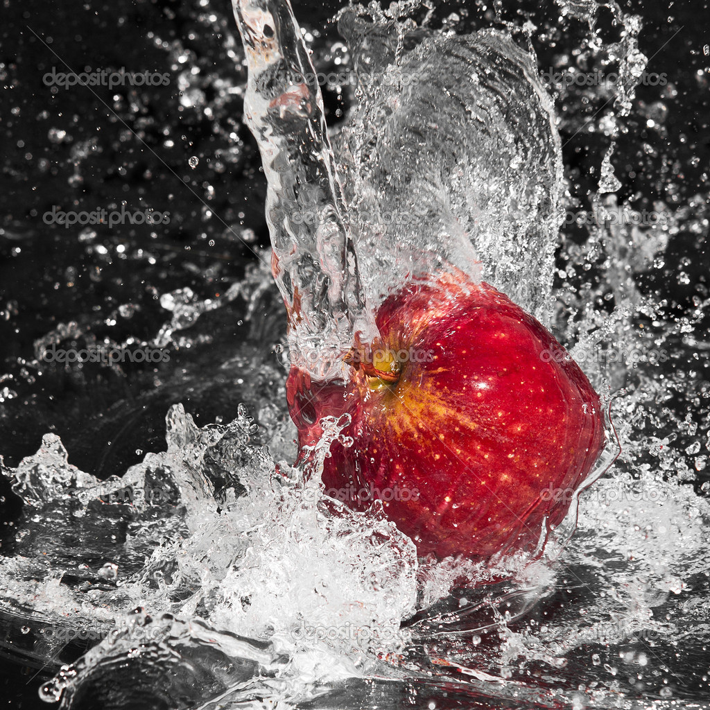 Fresh an apple in streaming splash water on black background — Stock Photo #3286583