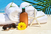 White spa towels by the pool — Stok fotoğraf