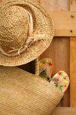 Wicker purse with sun hat — Stock Photo