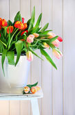 Spring tulips on an old bench — Foto Stock
