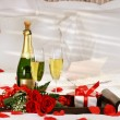 Champagne in bed - Stockfoto