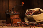 Antique coffee grinder with beans — Stock Photo