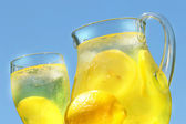 Cool lemonade on a hot summer day — Stock Photo